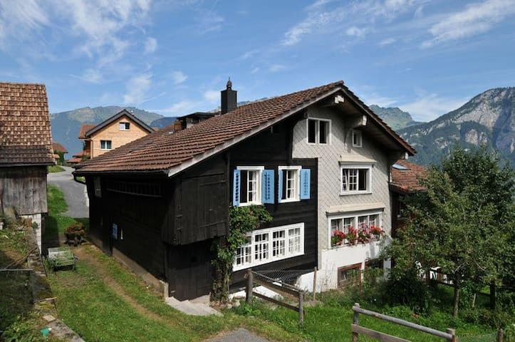 Wunderbares Häuschen in Obstalden - Obstalden - Talo