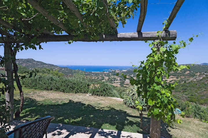 """ fantastic stazzo "" in green overlooking the sea - Golfo Aranci - Hus"