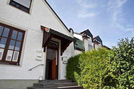 Solo-oder Zwei-Bett-Zimmer - Wolnzach - Apartment