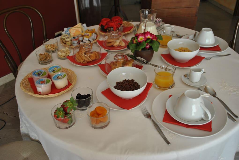 B b a casa di cedro bed and breakfasts for rent in milan for Cedro agitare piani di casa