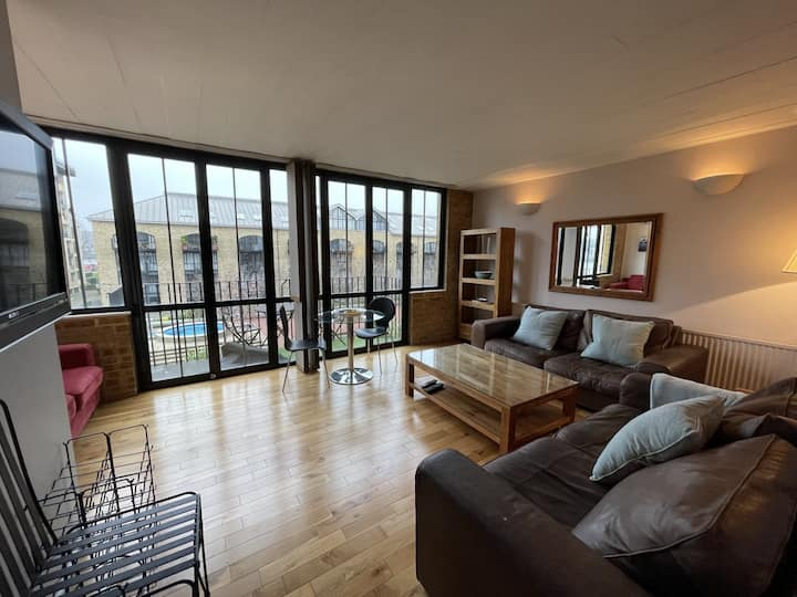 2 Bed Apartmnet In Burrells Wharf Square