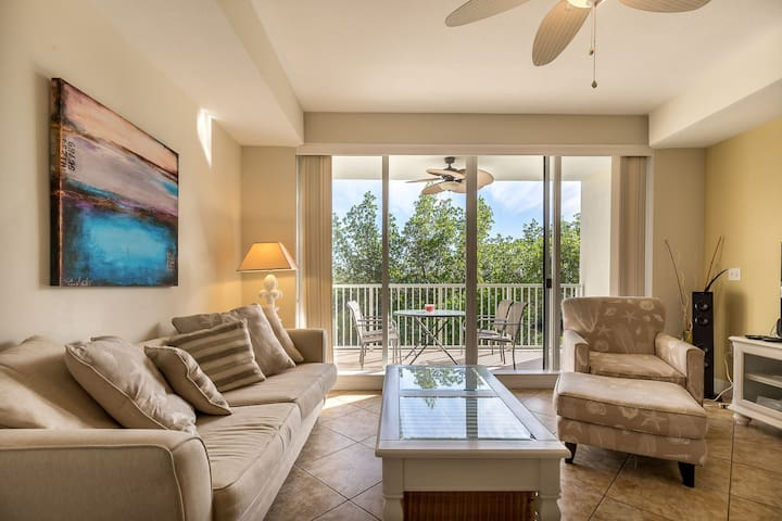 Tampa Bay 3 Bed / 3 Bath Waterfront Home, Private Beach Resort Style Community - U3206