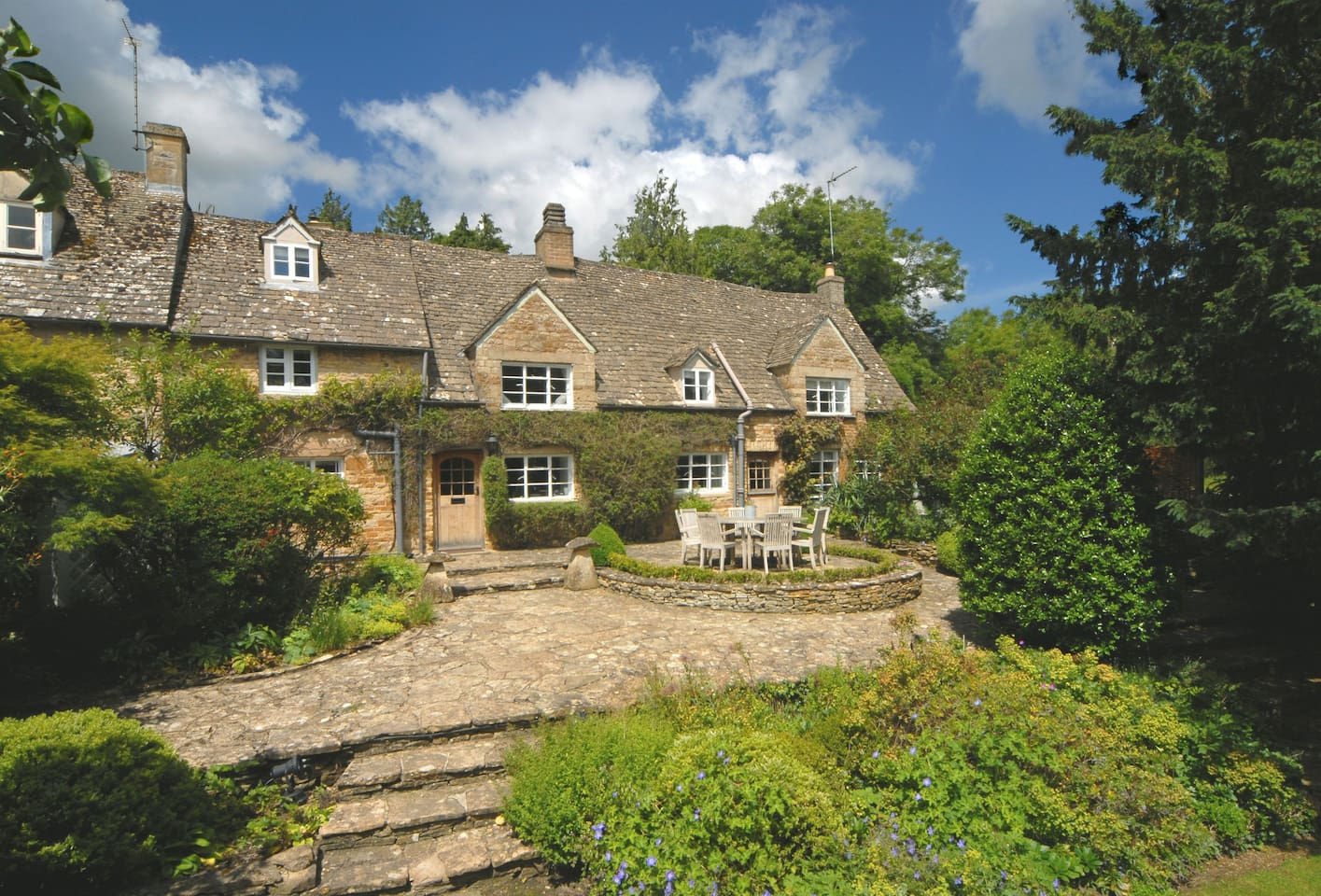 Top Cottage is a beautiful, well presented property dating back to the 1800's