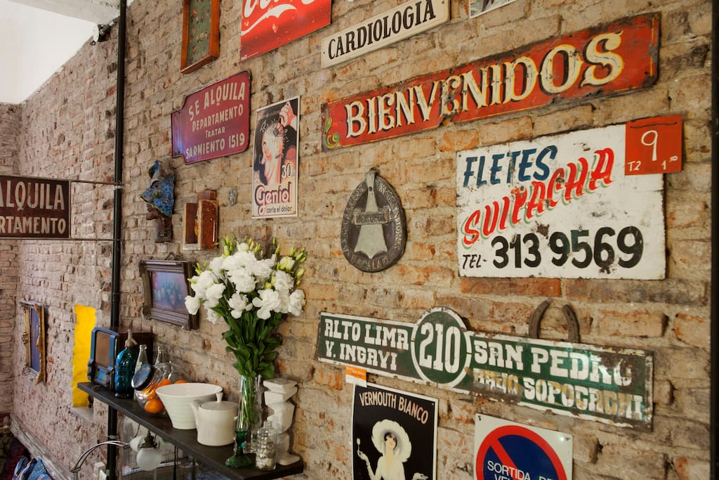 Could this wall be more San Telmo? Vintage and beautiful.
