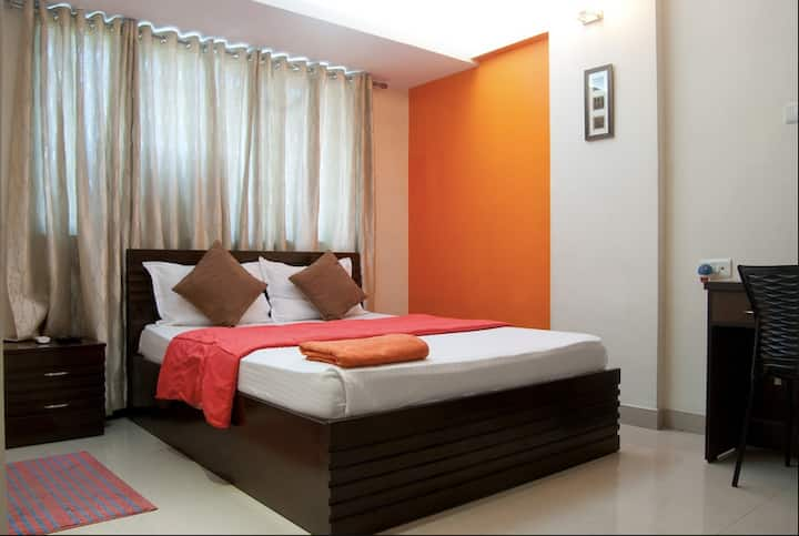 Private Room in Bandra East - Wifi, Ac, TV, BnB