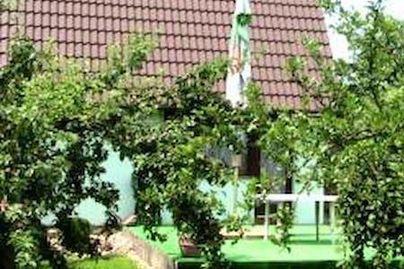 Chaty v Českém ráji a Prachovských skalách