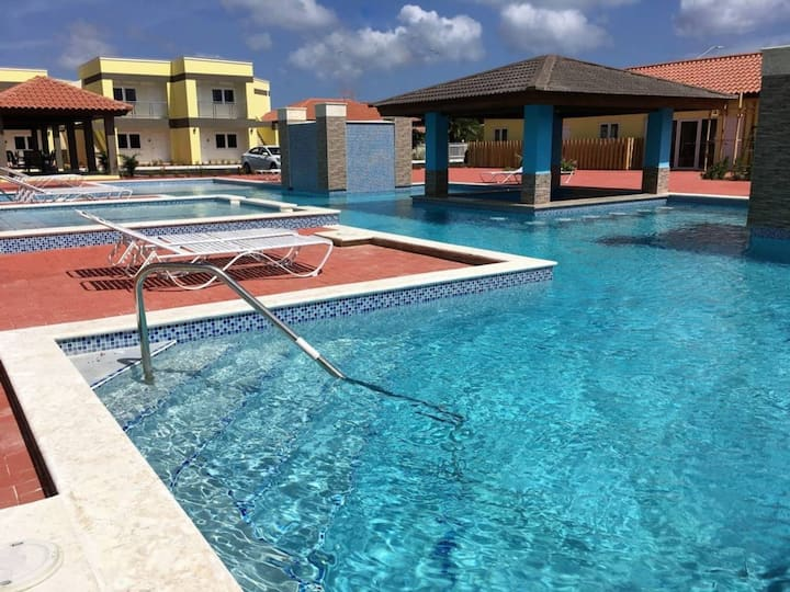 Condo with Walking Distance to Eagle Beach