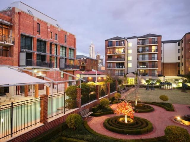Central Perth House. Luxury Complex. Gym.Spa.Pool