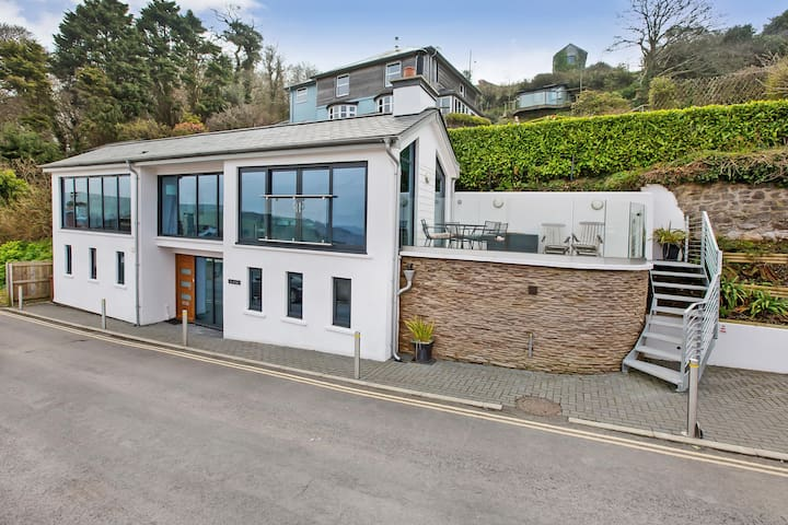 Fabulous Contemporary Home-Stunning Views-Parking