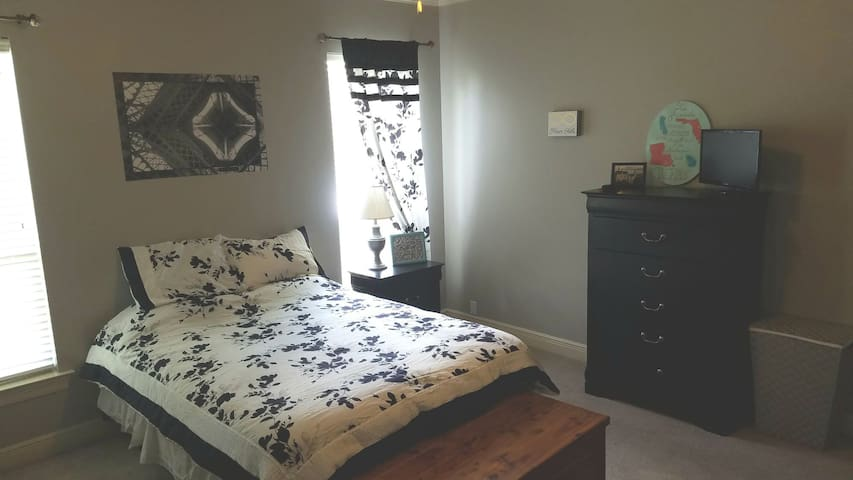 Large master suite near casino LSU and shopping