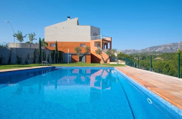 Modern Villa Close to the Beach Almadrava