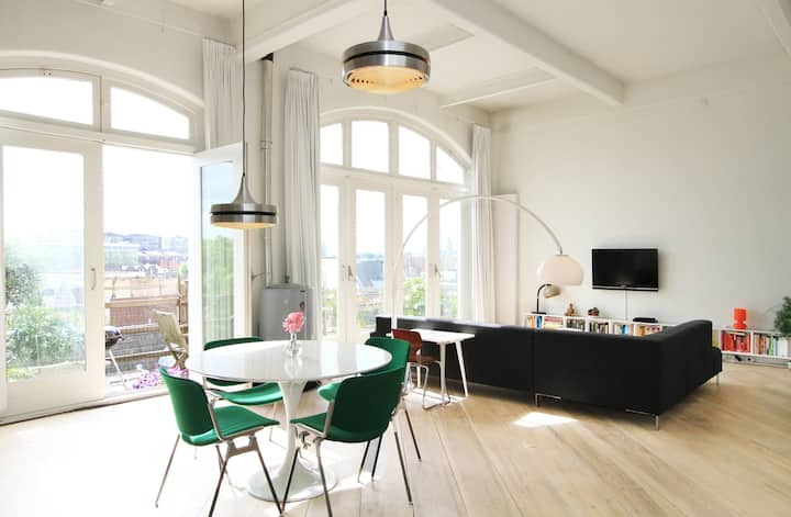 DESIGN LOFT IN CITY CENTRE ON CANAL