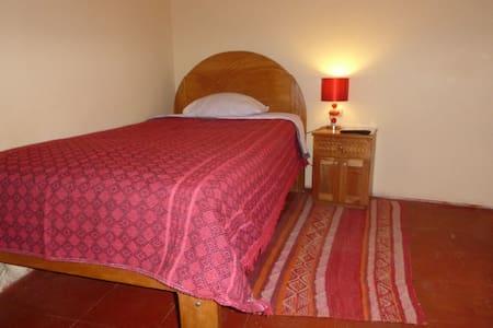 Calendula single room with shared bathroom - Urubamba - Bed & Breakfast