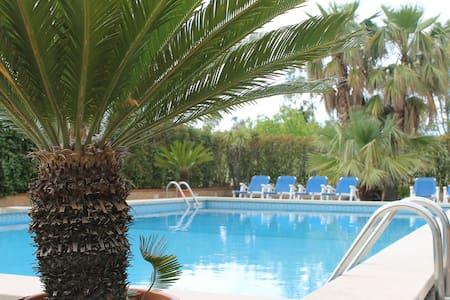 villa con piscina immersa nel verde - Gualtieri Sicaminò - 别墅