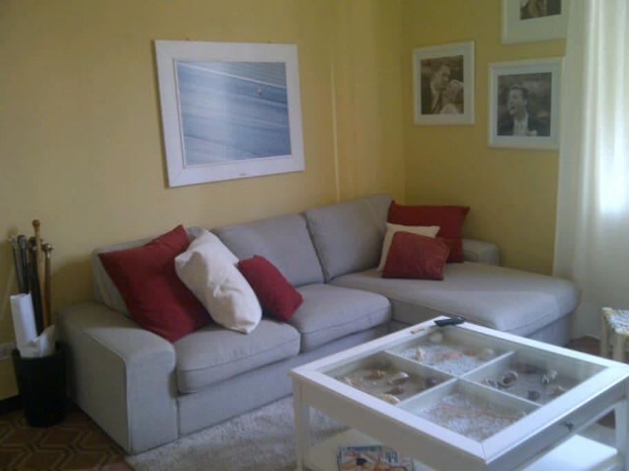 Family Room (L-SHAPED SOFA)