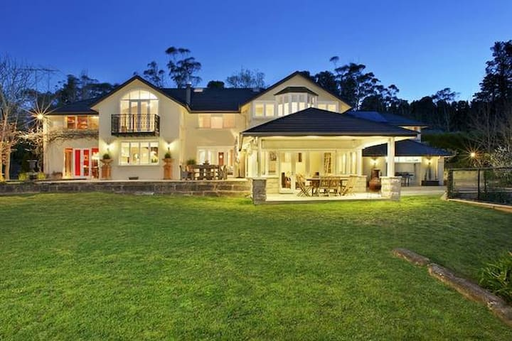 Ellengowan In Leura on 2 acres