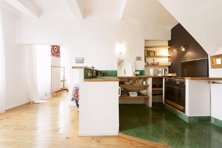 Comfortable and pleasant loft+clim in the center