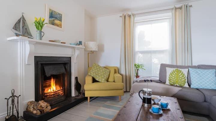Niver Dewdhek Mousehole sea views, stylish comfort