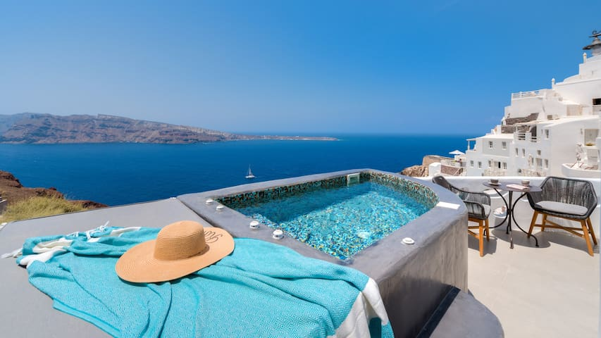 Angel Studio in Oia | Hot Tub with Sunset View |