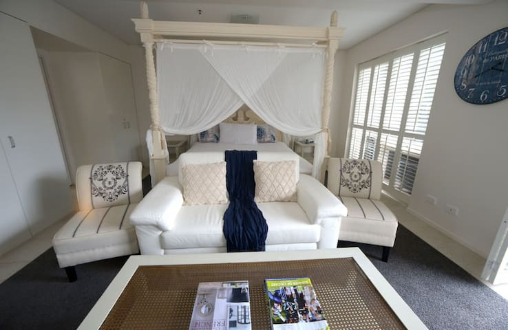 Romantic Waterfront Apartment,  4 Poster Bed &Spa