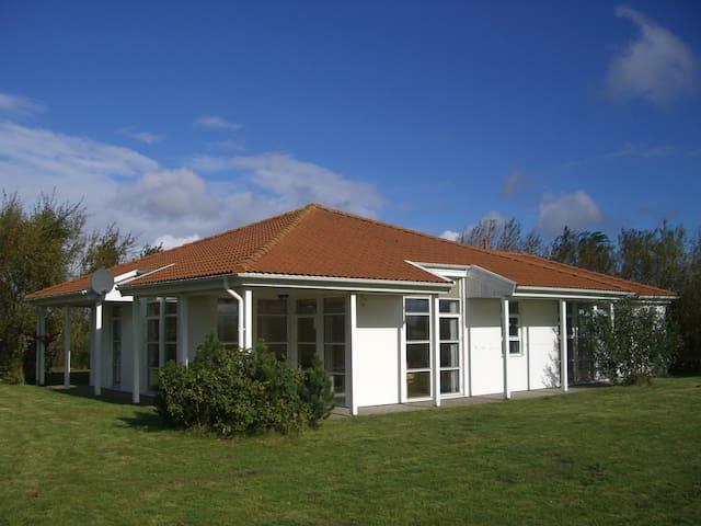 Attraktives Landhaus auf Rügen - Trent - Rumah