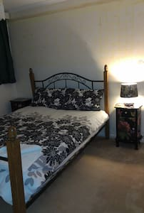 Central location B&B Room Belconnen - McKellar
