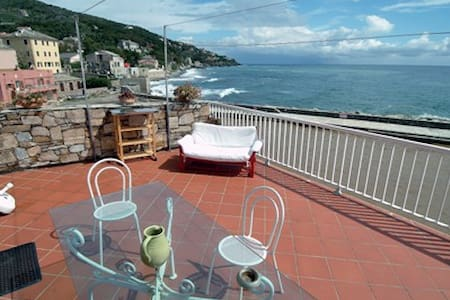 Apartment with terrace on the sea - Brando
