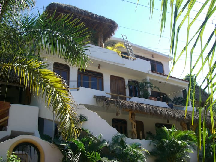 Casa Suenos del Mar, 2 BR - 100 yards to beach