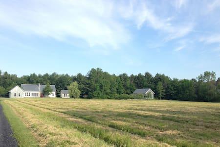 Contemporary Farmhouse Guest House - Ferrisburgh