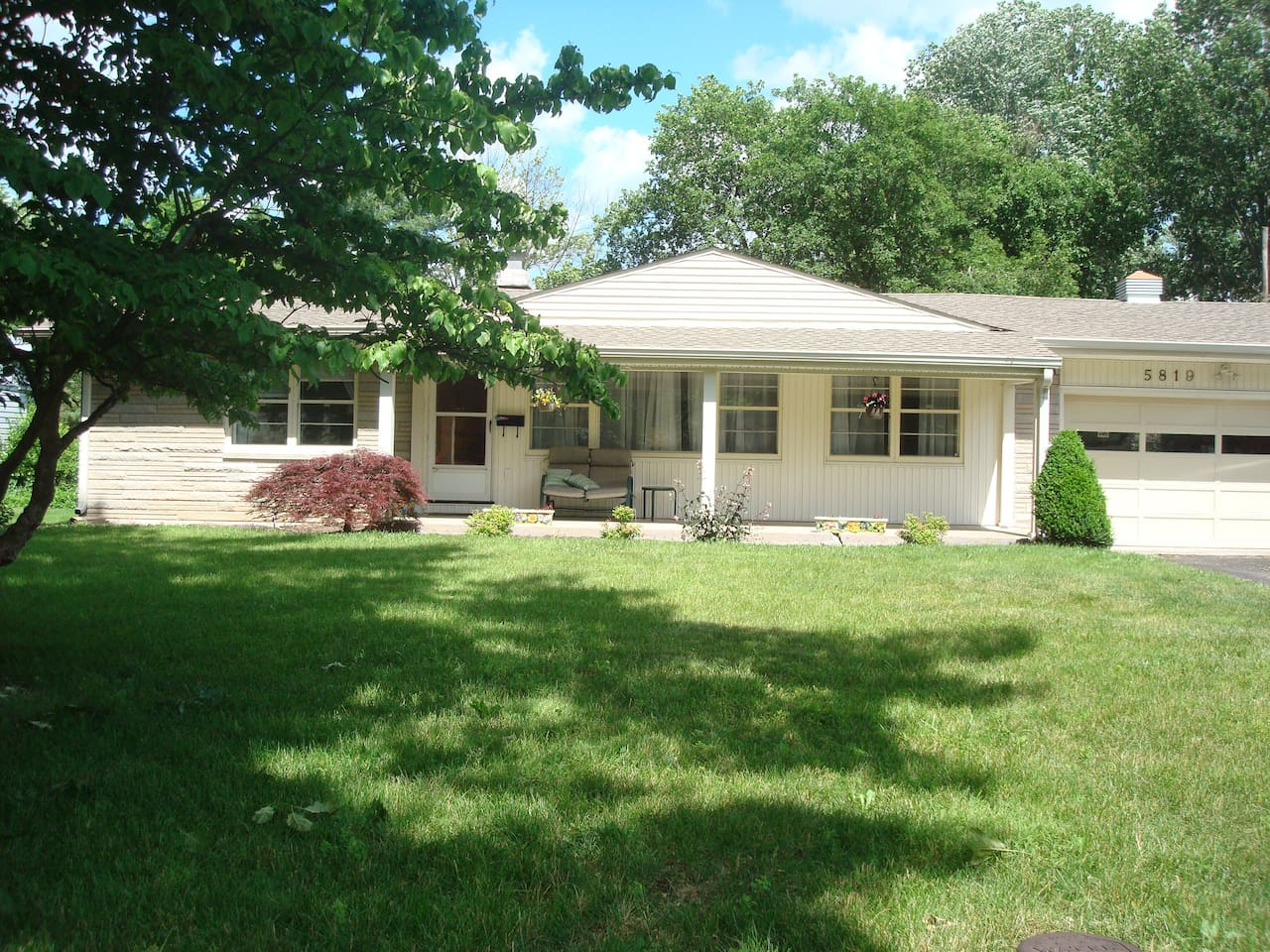 indy ranch home near broadripple w fenced in yard houses for