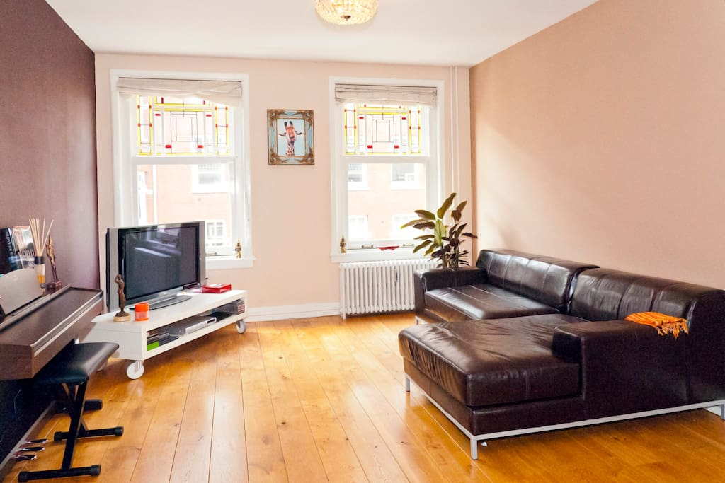 Nice spacious living room, you will feel right at home!