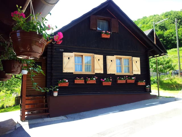 NP Plitvice, Wooden OAZA MIRA - Plitvička Jezera - กระท่อม