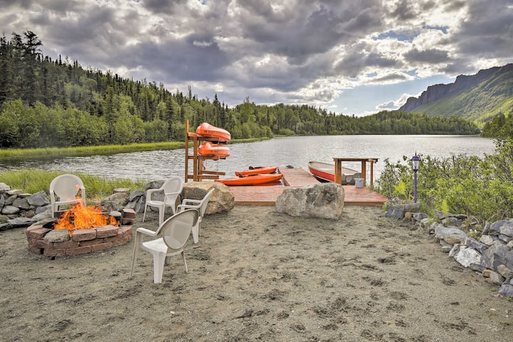 'Lodge 88' - Steps to Weiner Lake w/ Dock & Boat!