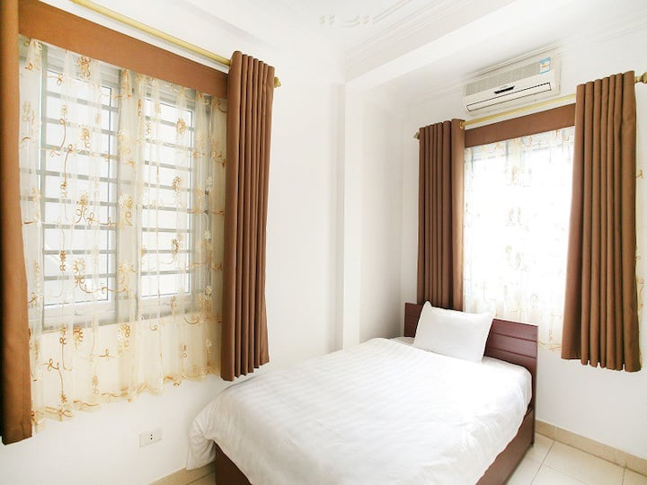 Single Room in Hanoi Old Quarter