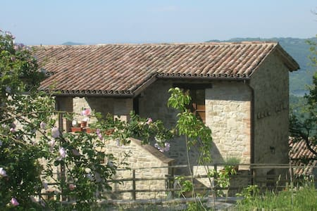 b&b between Gubbio/ Assisi Umbria - กับบิโอ