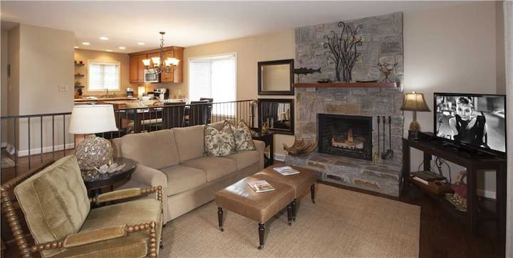 Finch #1 - Chetola Resort 2BR Condo Close to Main Lodge and Tanger Outlets with Use of Full Resort Amenities Including Heated Indoor Pool