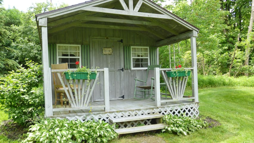 Stay on a Farm in the Finger Lakes - Canadice - Srub