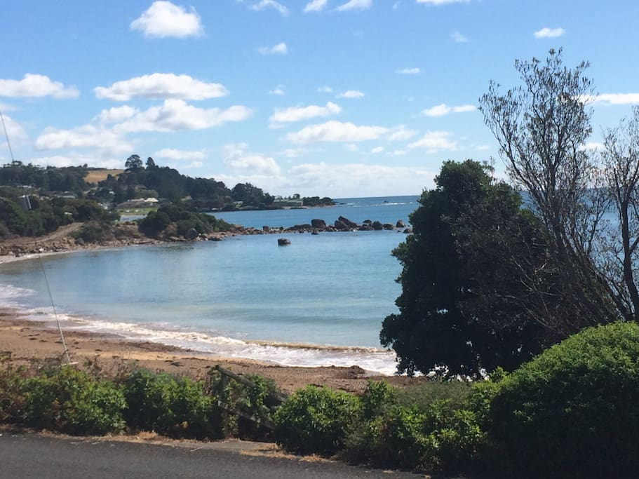 Seaview Cottage has views of Watcombe and Penguin Beaches