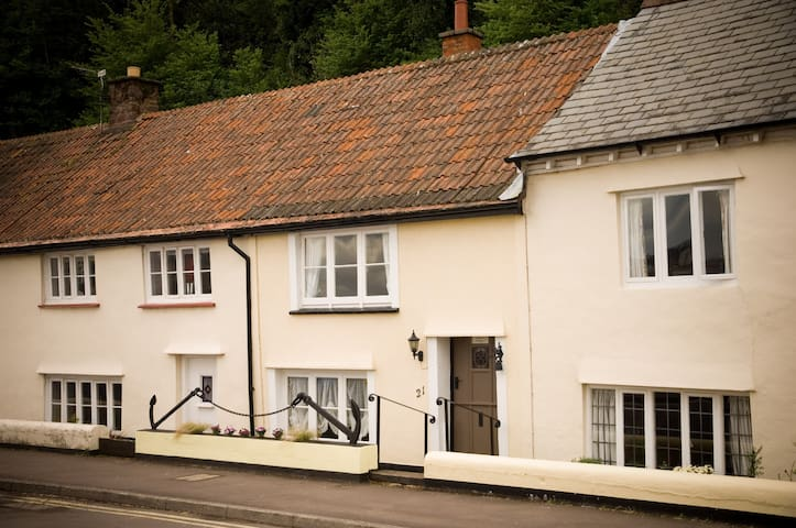 17th Century fisherman's cottage - Minehead