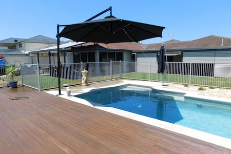 spacious grannyflat with water view - Paradise Point - Guesthouse
