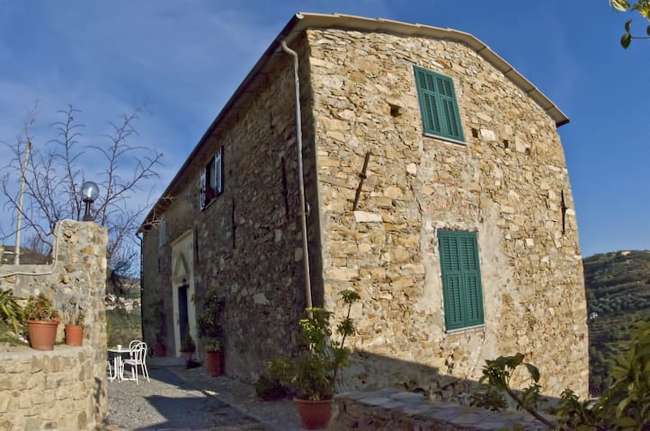 Country house in Riviera Ligure