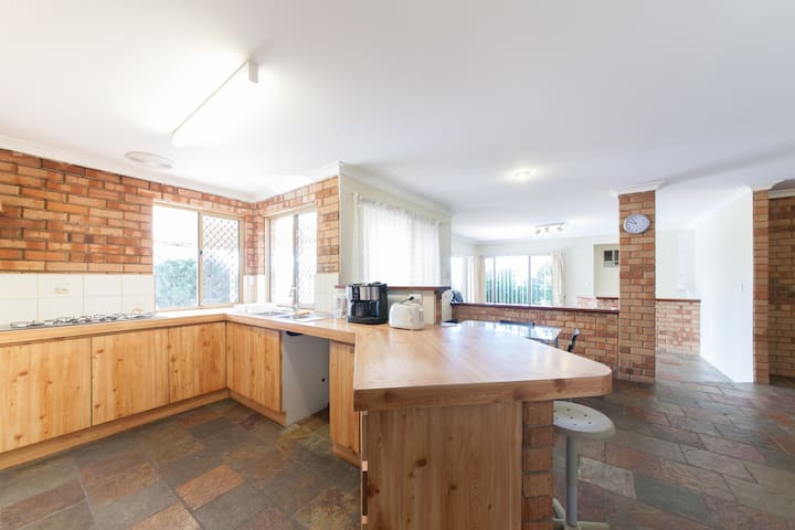 Comfy spacious Home in Thornlie - Thornlie - Dom