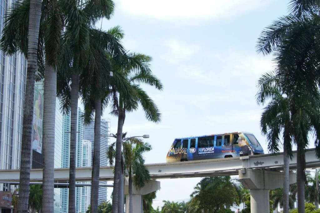 THE METROMOVER GLIDES IN BETWEEN THE BUILDINGS OF DOWNTOWN.