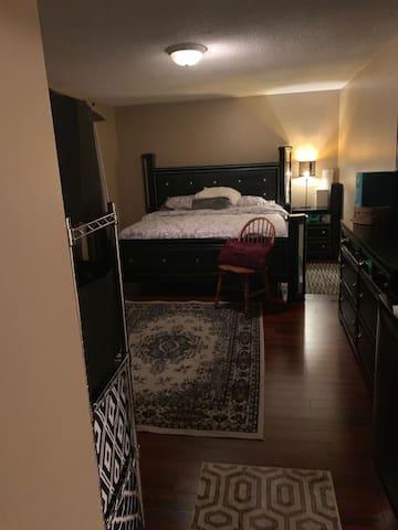 Quiet, private room in Vaughn