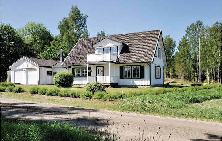 Stunning home in Säffle with 5 Bedrooms