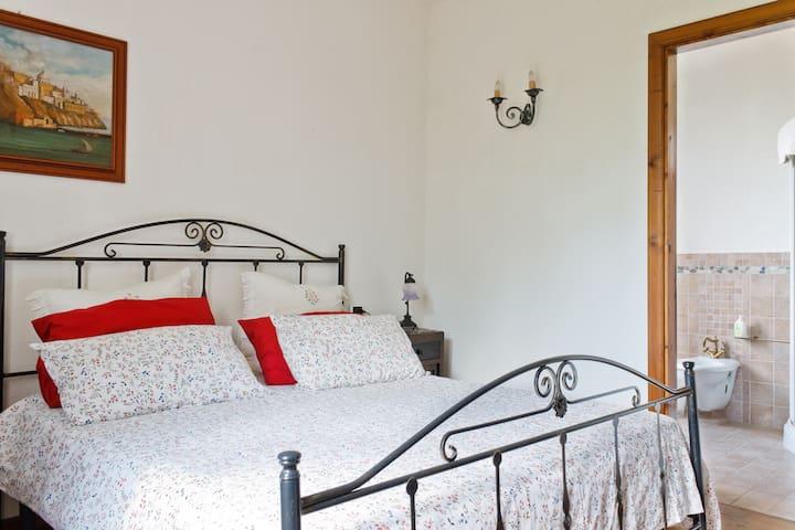 stanza da letto con bagno