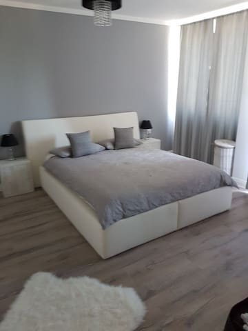 2 bedroom flat(nursery room,sofa bed in the lounge
