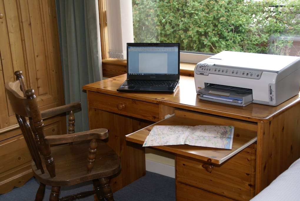 Desk with printer and pull out side-table