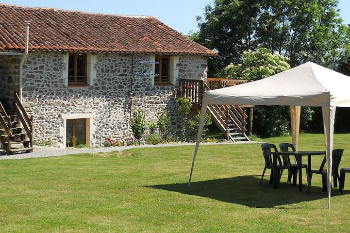Tranquille Vienne Gites, Charente - Chirac - House