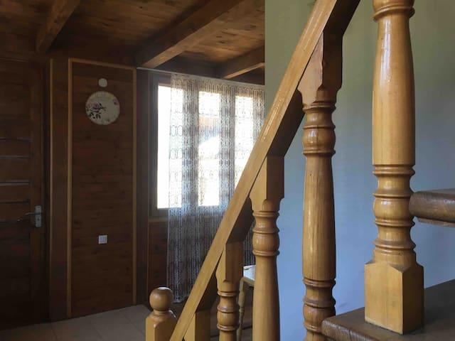 Уютная комната в центре Местии